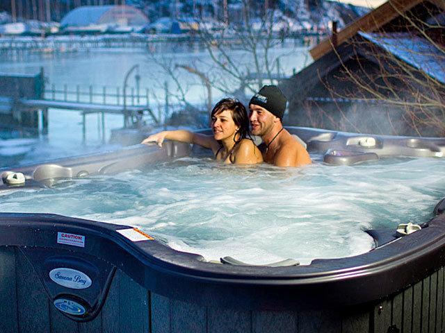 opplev gleden og roen i et utendørs massasjebad fra spatec norge