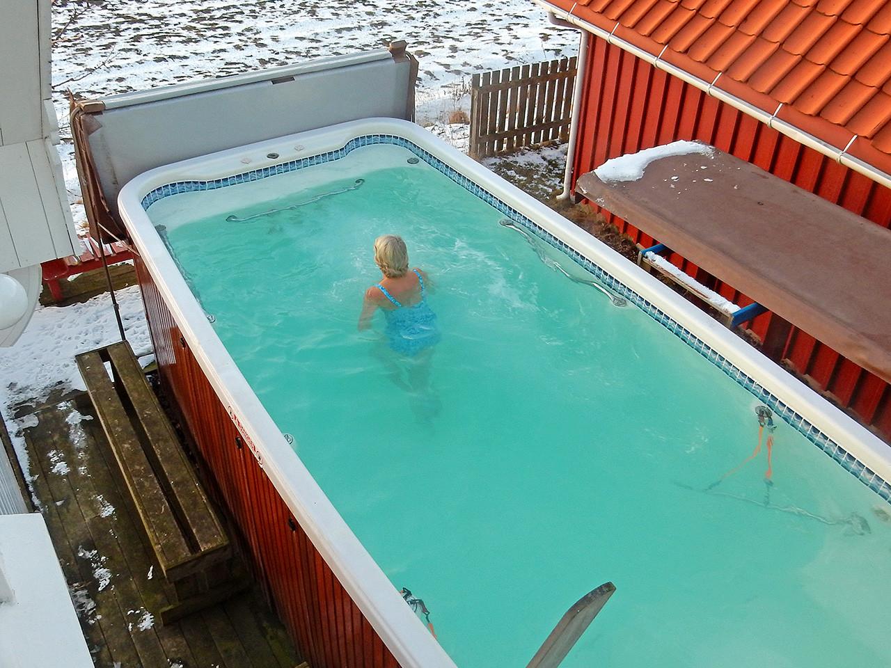 Rekreasjon i swimspa og motstrømsbasseng - spa basseng for bruk inne og utendørs