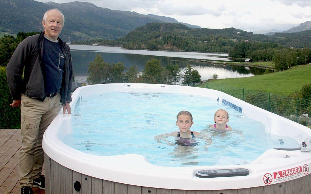 Svømmetrening og helsegodt i hagen